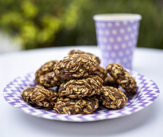 Banana, Pear & Cinnamon Oat Bites for Kids - A quick and easy healthy snack for kids, that is allergy friendly. These bites are gluten free, dairy free, egg free , sugar & honey free and vegan.