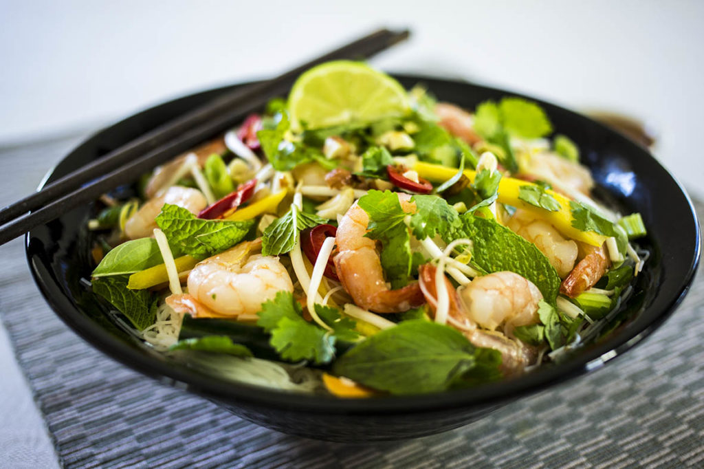 A delicious vietnamese noodle salad with prawns, mango and a spicy peanut dressing. Gluten free, dairy free and refined sugar free.